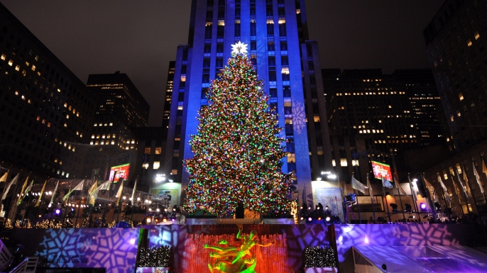 the royal roots of the american christmas tree history  holiday rentals manhattan new york
