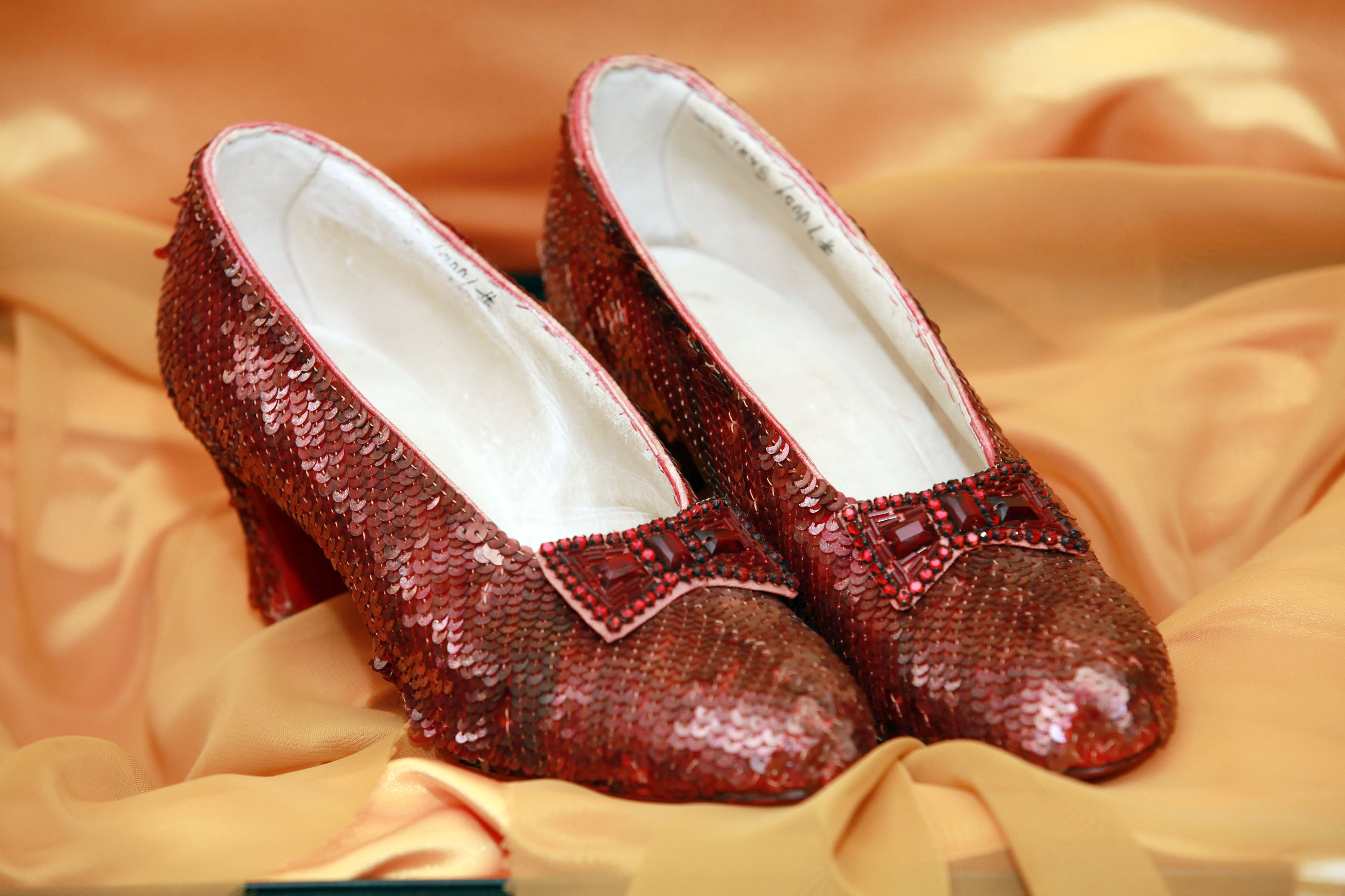 8 things you not know about the wizard of oz lists in the original book dorothy s magical slippers were silver