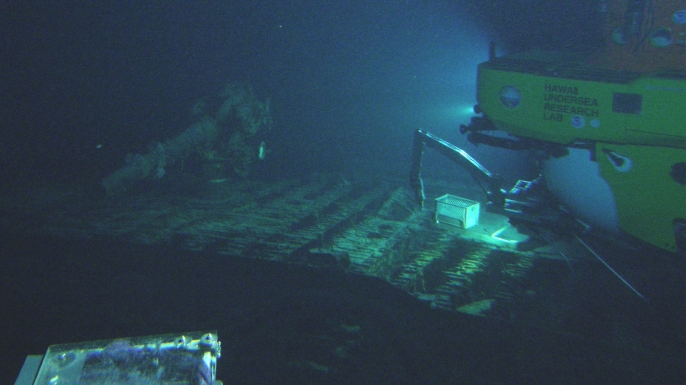 Pisces V submersible at the deck of the I-400 submarine , WWII