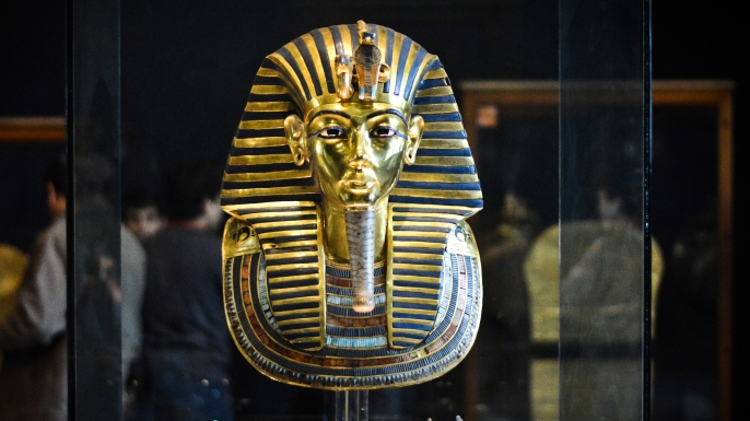 beard on king tut�s mask snapped off glued back on