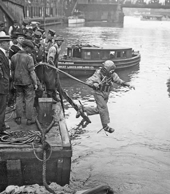 A rescue worker leaps into the Chicago River. (Credit: Chicago History Museum/Getty Images)