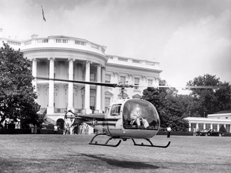 Eisenhower on first helicopter ride (Credit: Smithsonian Air & Space Museum)