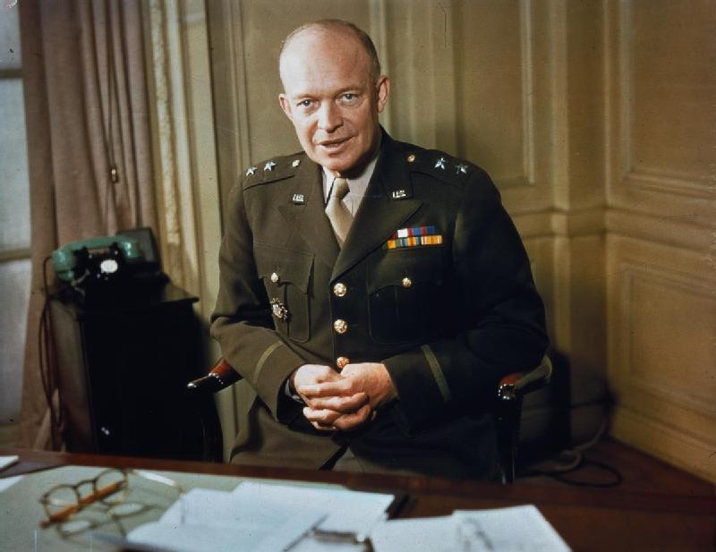 Major_General_Dwight_Eisenhower_1942_TR207.jpg (800×617)