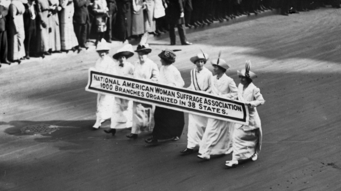 Members of the National American Woman Suffrage Association marching at the New York Suffragists Parade on 3rd May 1913.  (Credit: Paul Thompson/Topical Press Agency/Getty Images)