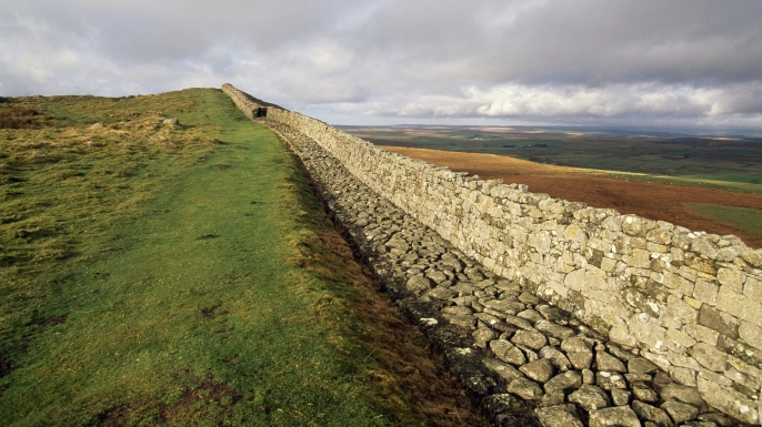 Photo of modern ruins of Hadrian's Wall. (DEA/S. VANNINI/Getty Images)