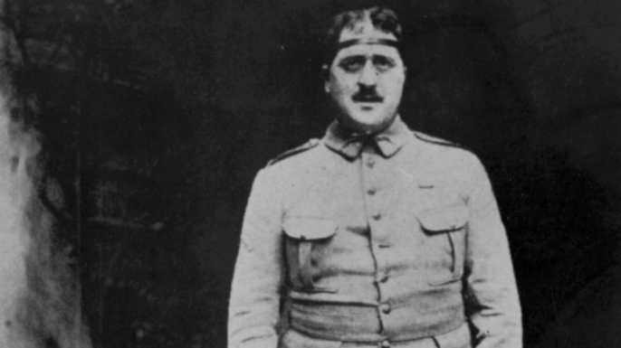 Guillaume Apollinaire pictured with an iron circle to protect his head. (Credit: Apic/Getty Images)