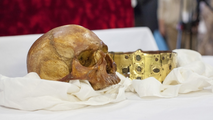 The skull and crown of Erik IX. (Credit: Mikael Wallerstedt)