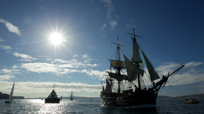 The replica of Captain Cook's ship HMS Endeavour arrives in Sydney Harbour. (Credit: Wolter Peeters/Getty Images)