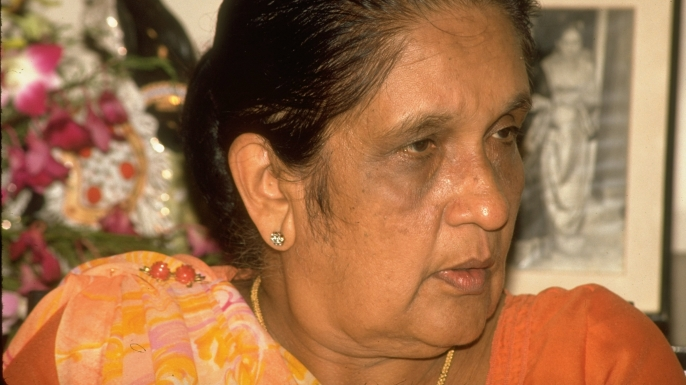 Sirimavo Bandaranaike at a 1988 press conference. (Credit: Nickelsberg/The LIFE Images Collection/Getty Images)
