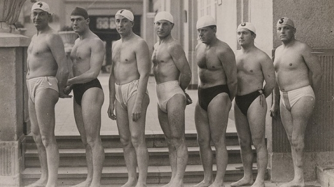 Oliver Halassy (far right) and the 1932 Hungarian water polo team.