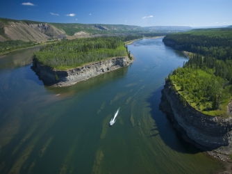 Peace River valley where study was conducted, near Hudson's Hope in northern British Columbia, Canada. (Credit:  Graham Osborne / Getty Images)