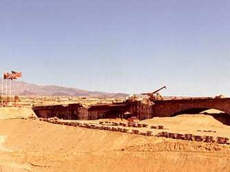London Bridge under construction in Arizona. (Credit: ProveIt / Ianmacm)
