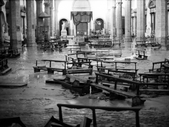 The interior of the basilica of Santa Croce in a mess because of the flood. Florence, 1966. (Credit: Giorgio Lotti Mario De Biasi Sergio Del Grande/Getty Images)