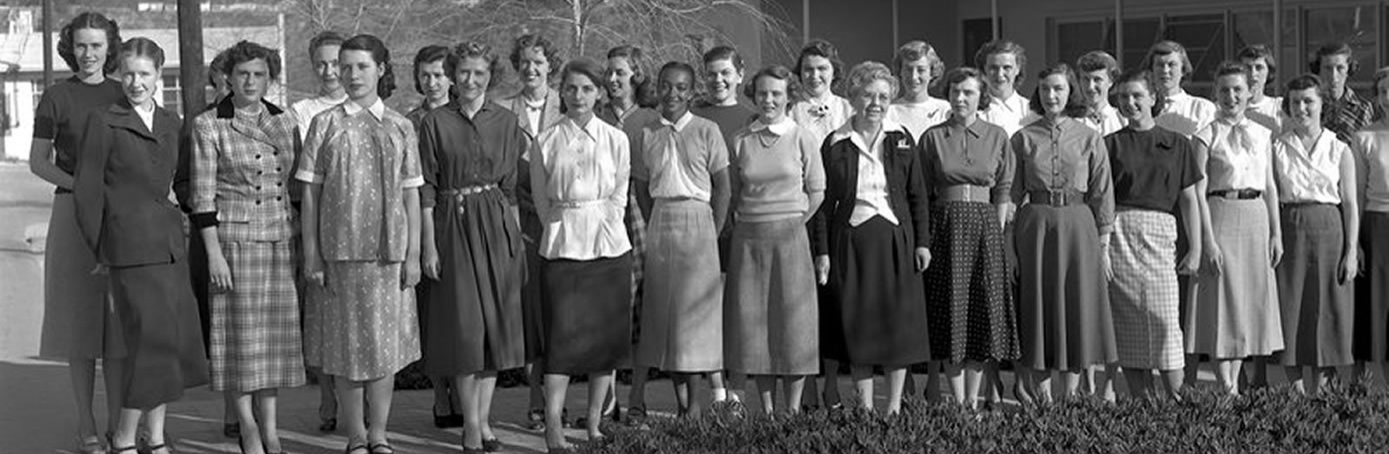 The human computers pose for a group photo in 1953. (Credit: NASA/JPL/Caltech)