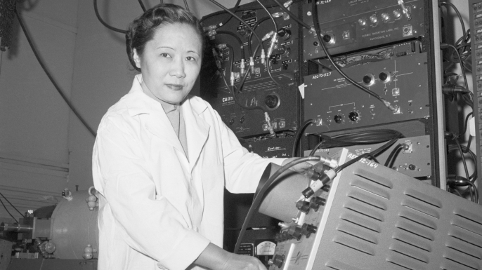Physics Professor Dr. Chien-Shiung Wu in a laboratory at Columbia University. (Credit: Bettmann/Getty Images)
