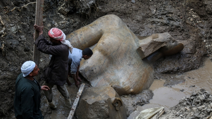 Close-up view of the torso, still mired in the mud. (Credit: Ibrahim Ramadan/Anadolu Agency/Getty Images)
