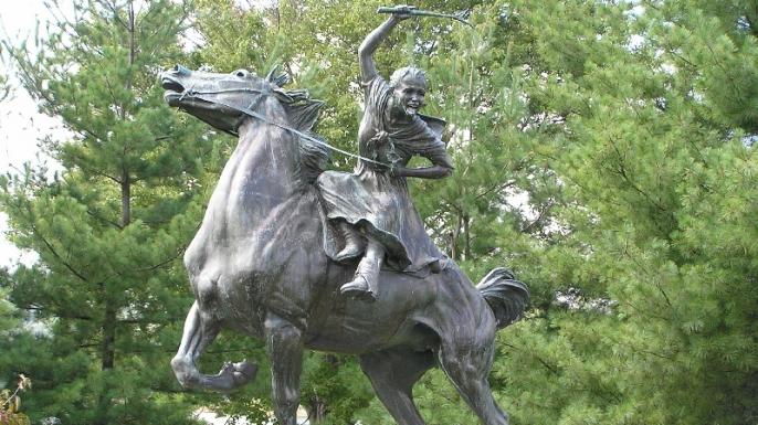 Statue of Sybil Ludington on Gleneida Avenue in Carmel, New York. (Credit: Anna Hyatt Huntington/Wikipedia)