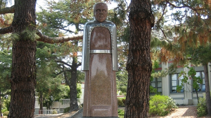 Louis Pasteur statue at San Rafael High School in California. (Credit: Sapphic)