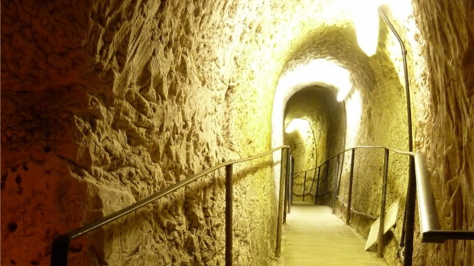 Tunnel leading to the underground cave with carvings. (Credit: Royston & District Local History Society)