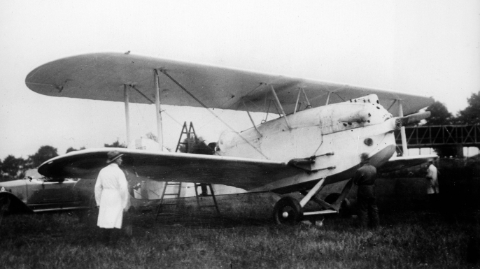 Charles Nungesser and his Levasseur plane 'L'Oiseau blanc.' (Credit: Albert Harlingue/Roger Viollet/Getty Images)