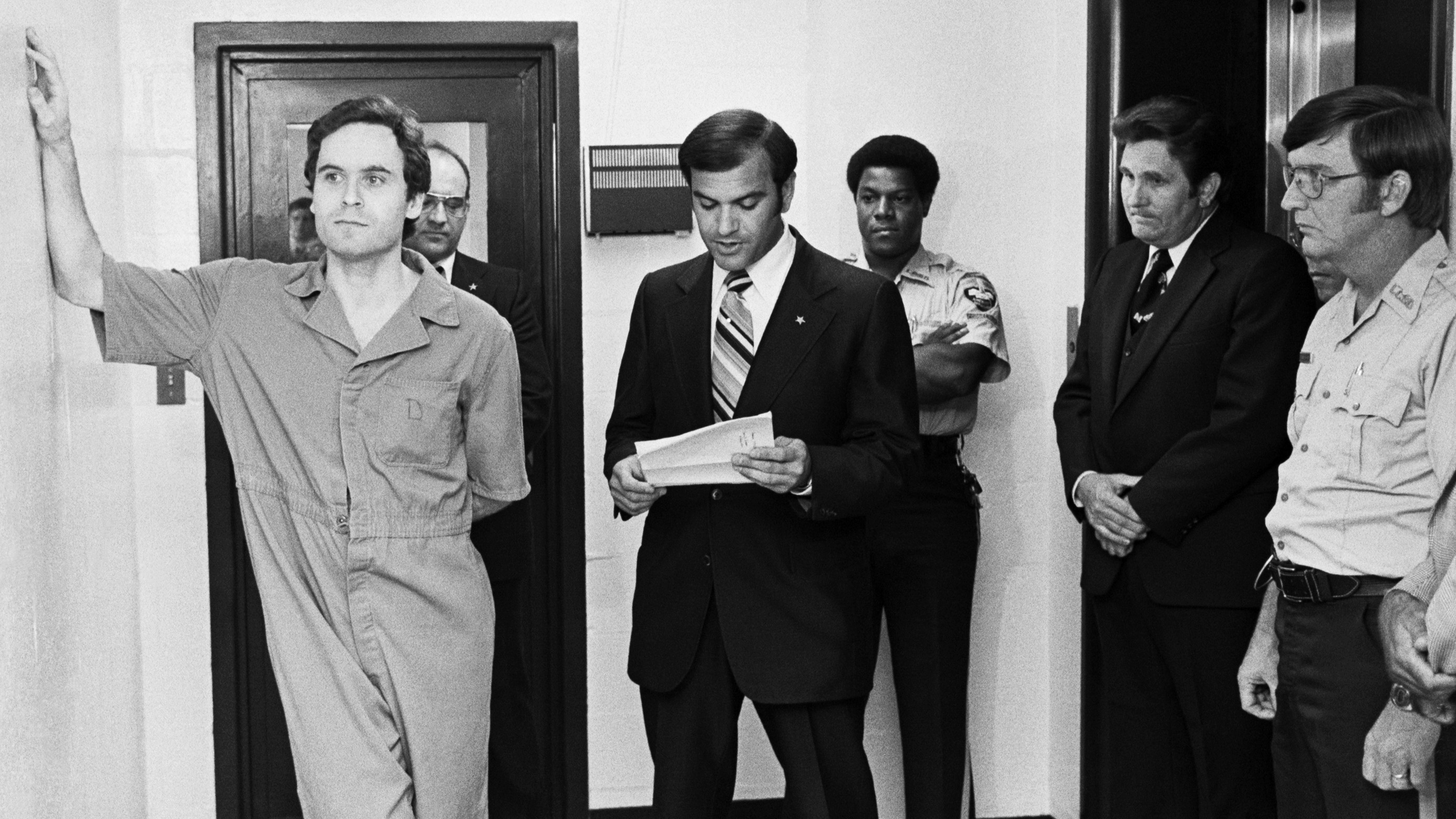 a review of the infamous ted bundys murder case Ted bundy essay examples 33 total results the harbinger of death: the case of ted bundy 2,073 words 5 pages  a review of the infamous ted bundy's murder case.