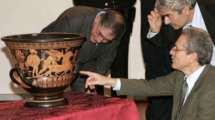 Culture Minister Francesco Rutelli, right, who started the country's high-profile campaign for the recovery of art, admire the Euphronius Krater, a 2,500-year-old vase by the Greek artist, returned by the Metropolitan Museum in New York, during the unveiling ceremony in Rome, 2008. (Credit: Plinio Lepri/AP Photo)