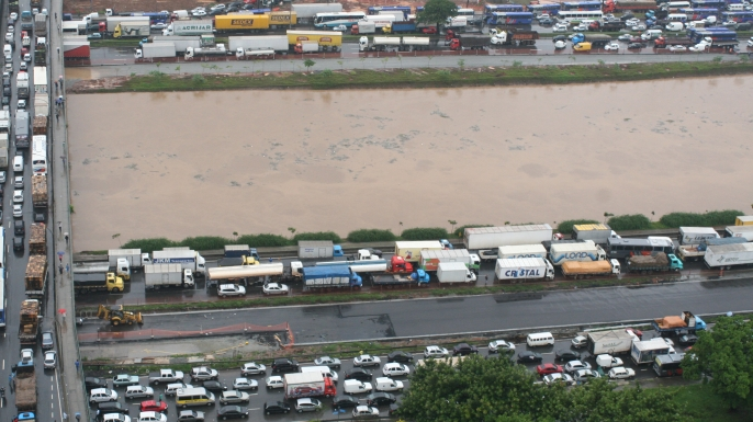 A flooding point after a heavy rain in Sao Paulo, Brazil, that left several flooded areas and interrupted the traffic.  (Credit: JB Neto/Agencia Estado via AP Images)