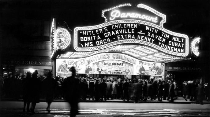"""People crowding outside of New York's Paramount Theater to attend a screening of """"Hitler's Children"""", 1943. (Credit: Dan Grossi/AP Photo)"""