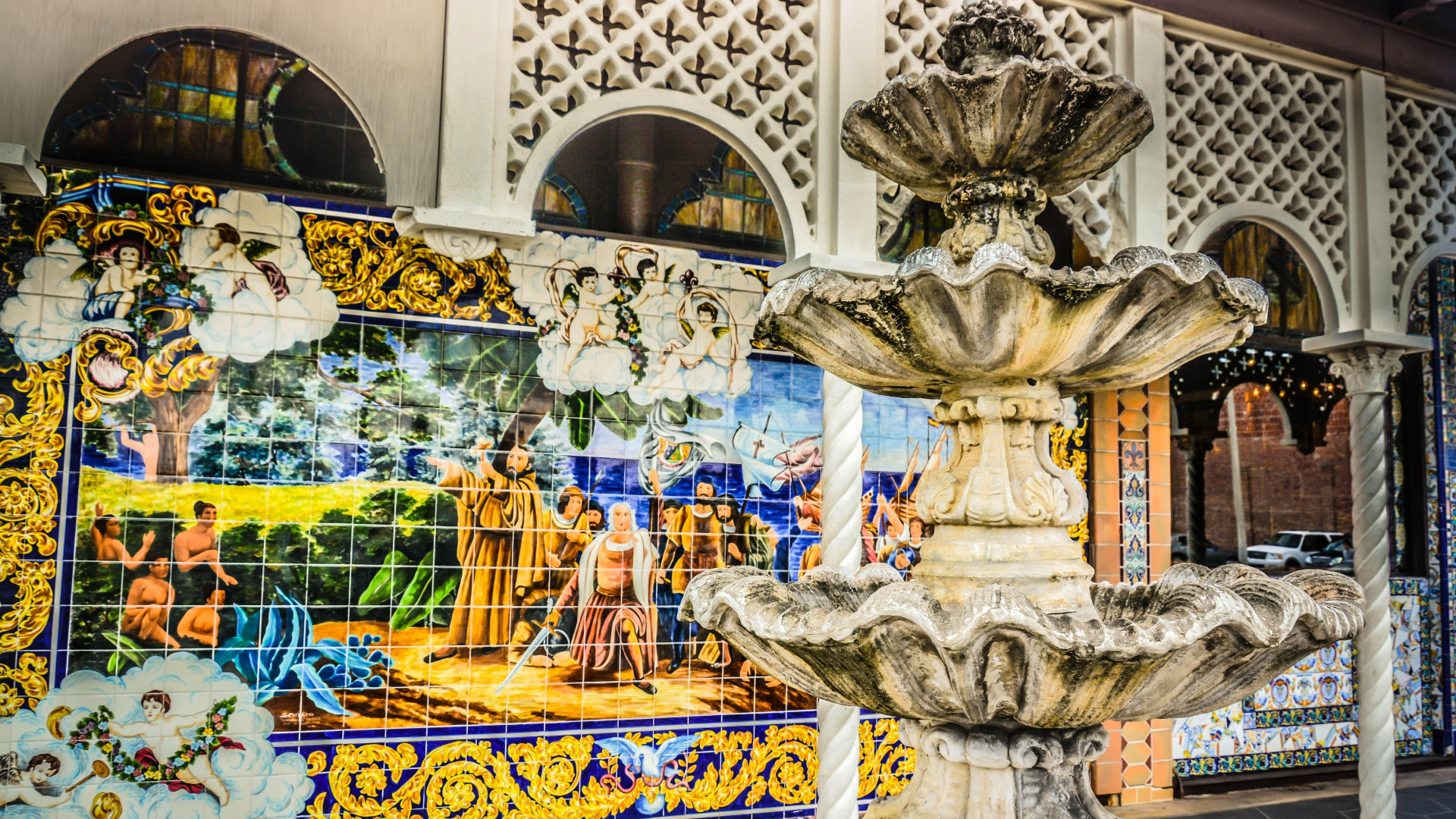 Details of Columbia Restaurant, known for its Spanish tile, fountain and ornate architecture. (Credit: Jennifer Wright/Alamy Stock Photo)
