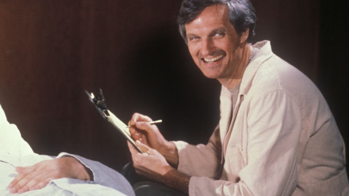 Alan Alda as Hawkeye Pierce in the television show MASH. (Credit: 20th Century Fox/Kobal/REX/Shutterstock)