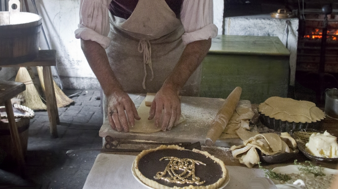 Historic Foodway's kitchen in Colonial Williamsburg. (Credit: C Watts/Flickr/CC BY 2.0)