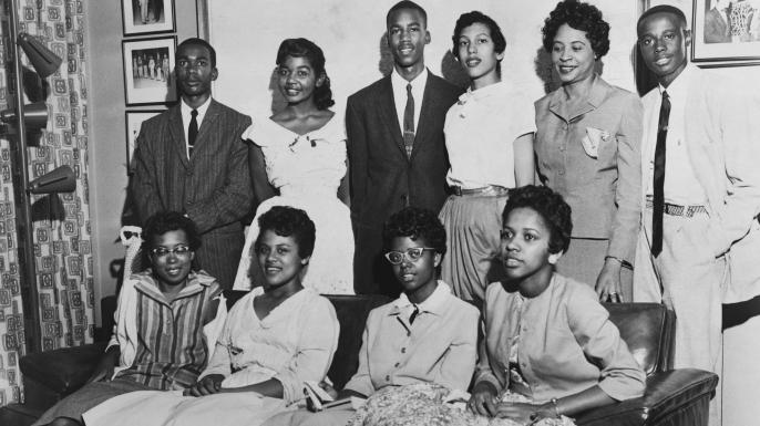 Bottom row (L-R): Thelma Mothershed, Minnijean Brown, Elizabeth Eckford, Gloria Ray; Top row (L-R): Jefferson Thomas, Melba Pattillo, Terrence Roberts, Carlotta Walls, Daisy Bates (NAACP President), Ernest Green, 1957. (Credit: Everett Collection Historical/Alamy Stock Photo)