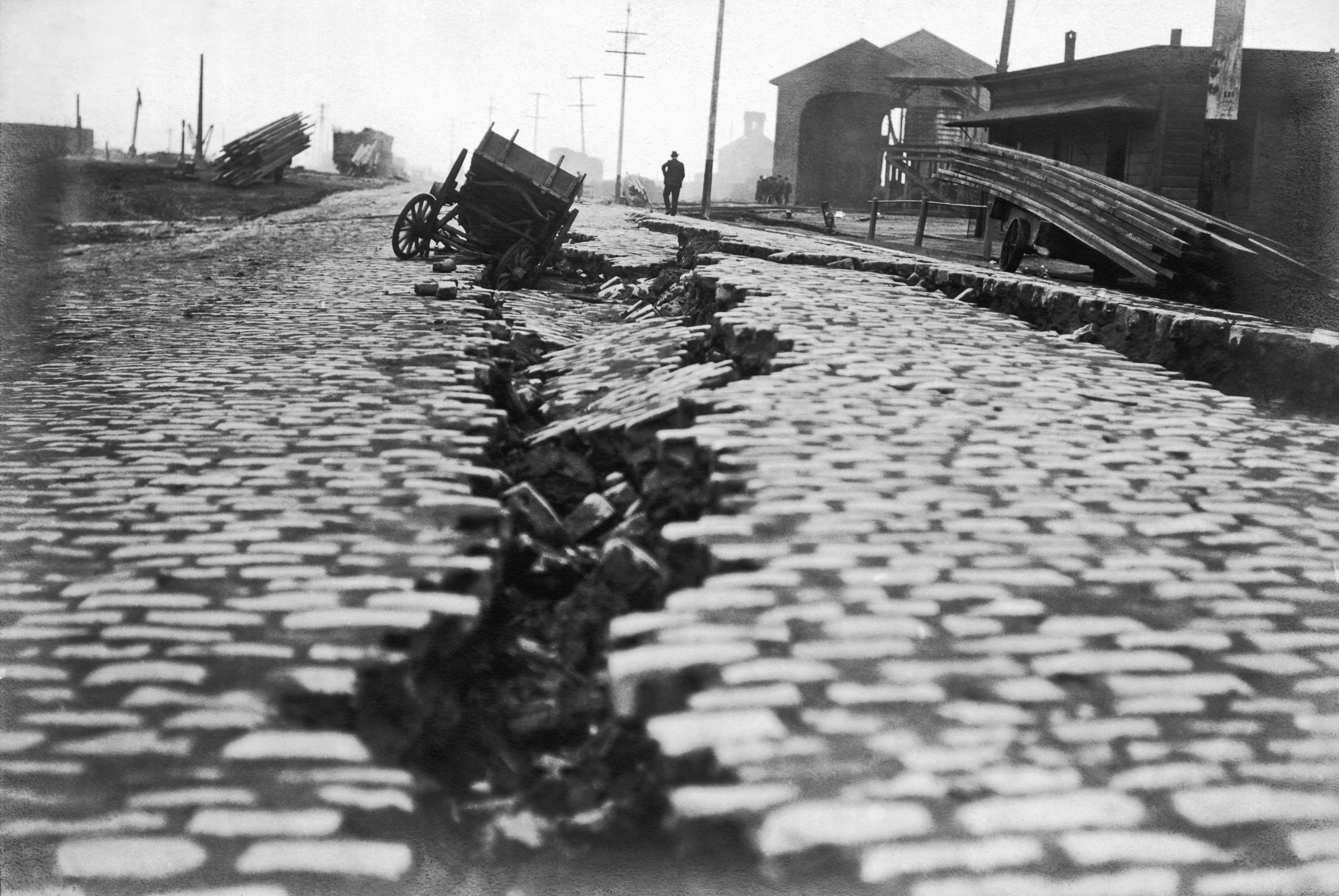 a split from the 1906 earthquake in san francisco credit underwood archives