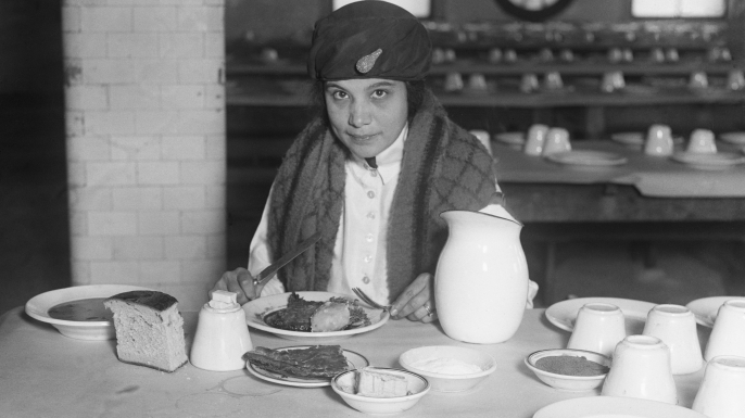 One of the twenty-five cent meals served at Ellis Island, 1920. (Credit: Bettmann/Getty Images)