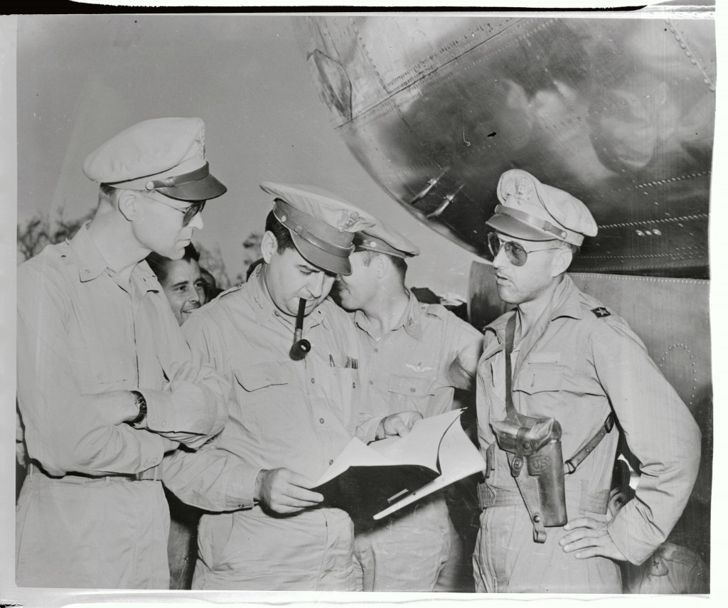 Major General Curtis E. LeMay (center) receiving the memo to attack Japan. (Credit: Getty Images)