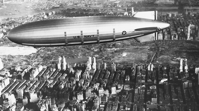 USS Akron in flight over New York City, 1932. (Credit: Corbis via Getty Images)