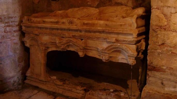 Sarcophagus of St. Nicholas. (Credit: Sjoehest/German Wikipedia)