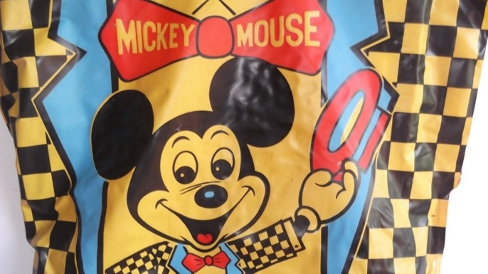 Detail of Ben Cooper Inc. Mickey Mouse costume. (Courtesy of LiveAuctioneers.com Archive and Hudson Valley Antiques- Horsefeathers)