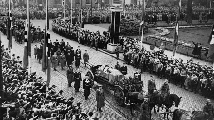 Funeral of Ernst vom Rath, a German diplomat assassinated in 1938 by 17-year-old Herschel Grynszpan. The assassination triggered the violent attack on German Jews called 'Kristallnacht', the Night of Broken Glass. (Credit: Everett Collection Historical/Alamy Stock Photo)