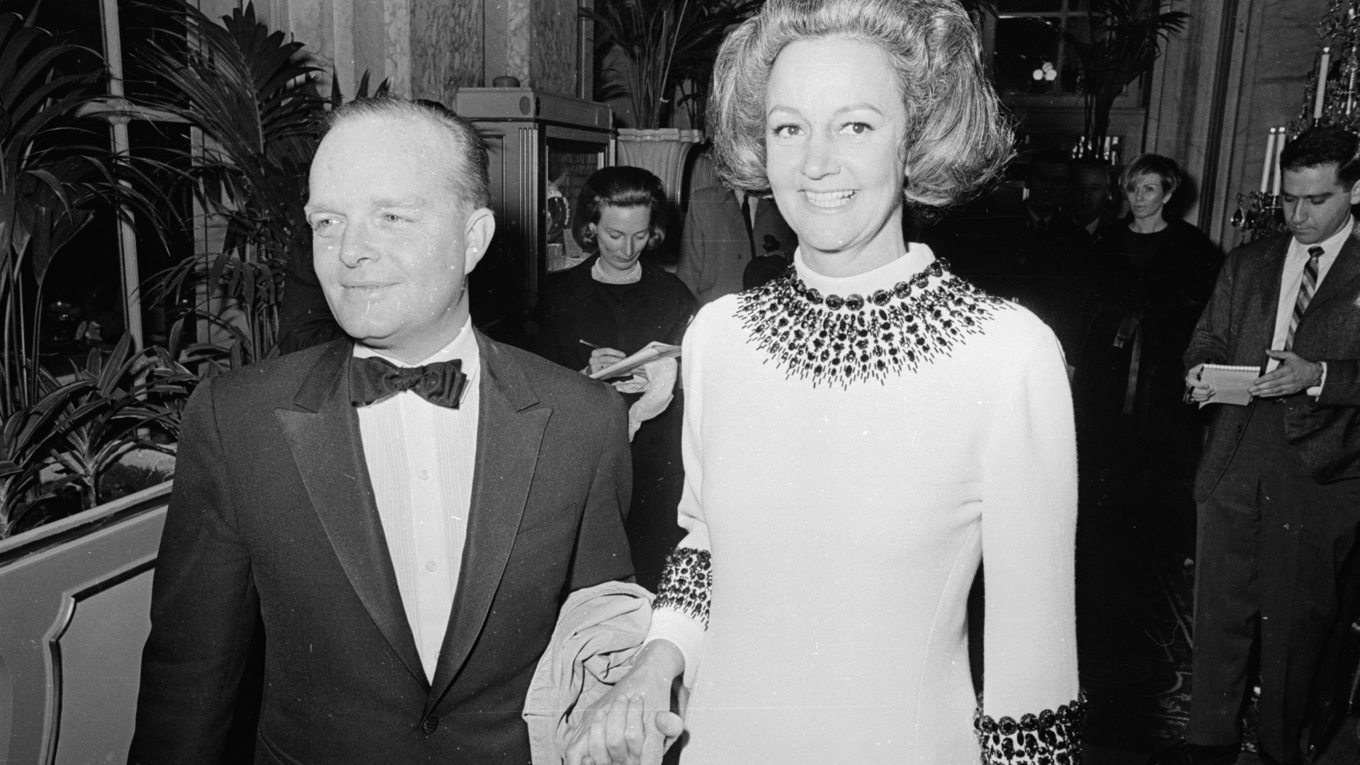 Truman Capote with Katherine Graham, publisher of the Washington Post and the guest of honor at Capote's Black and White Ball.  (Credit: Harry Benson/Express/Getty Images)