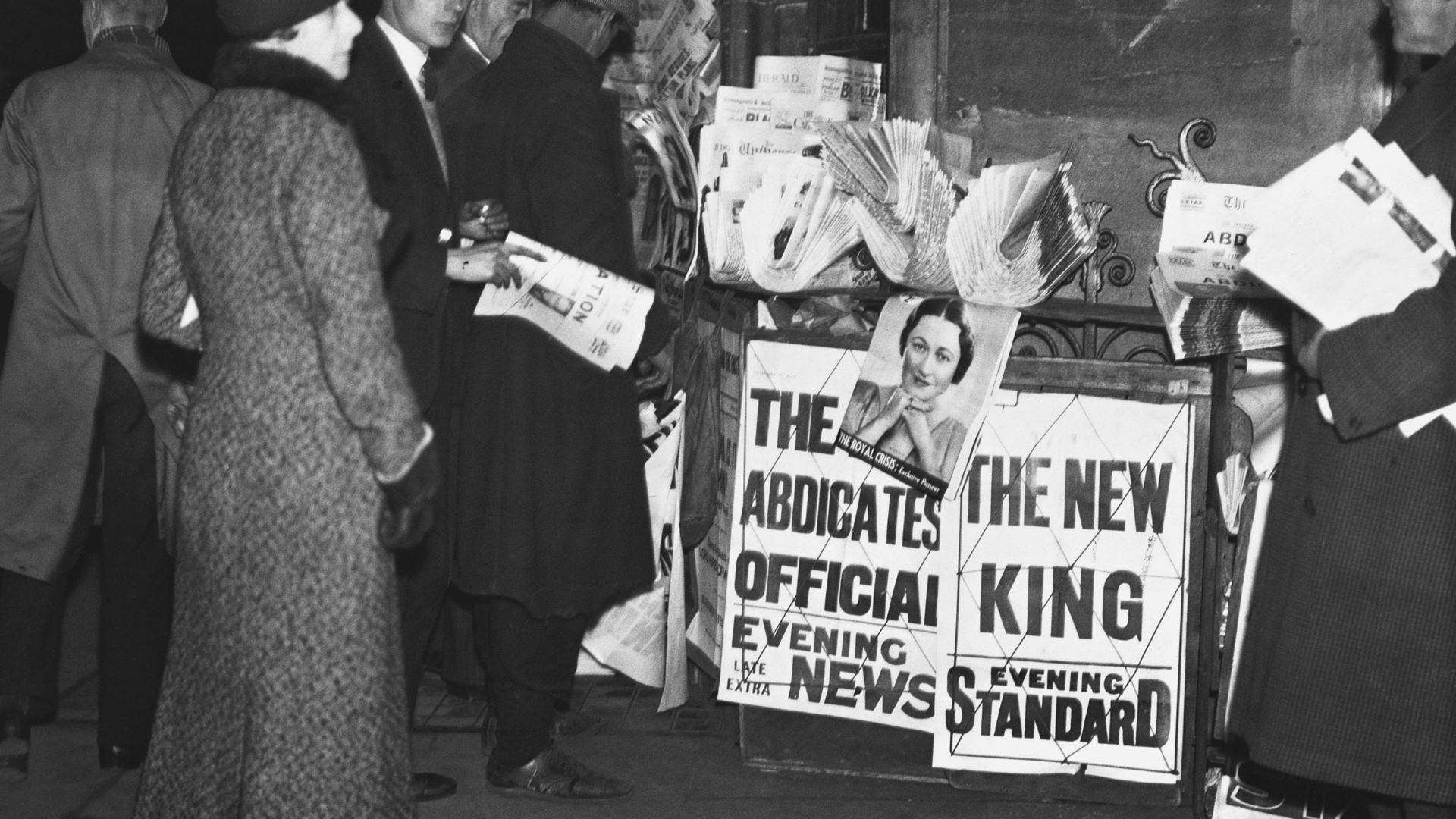 A newspaper stand in Parliament Square with the news of King Edward VIII's abdication. (Credit: Hulton-Deutsch Collection/CORBIS/Corbis via Getty Images)