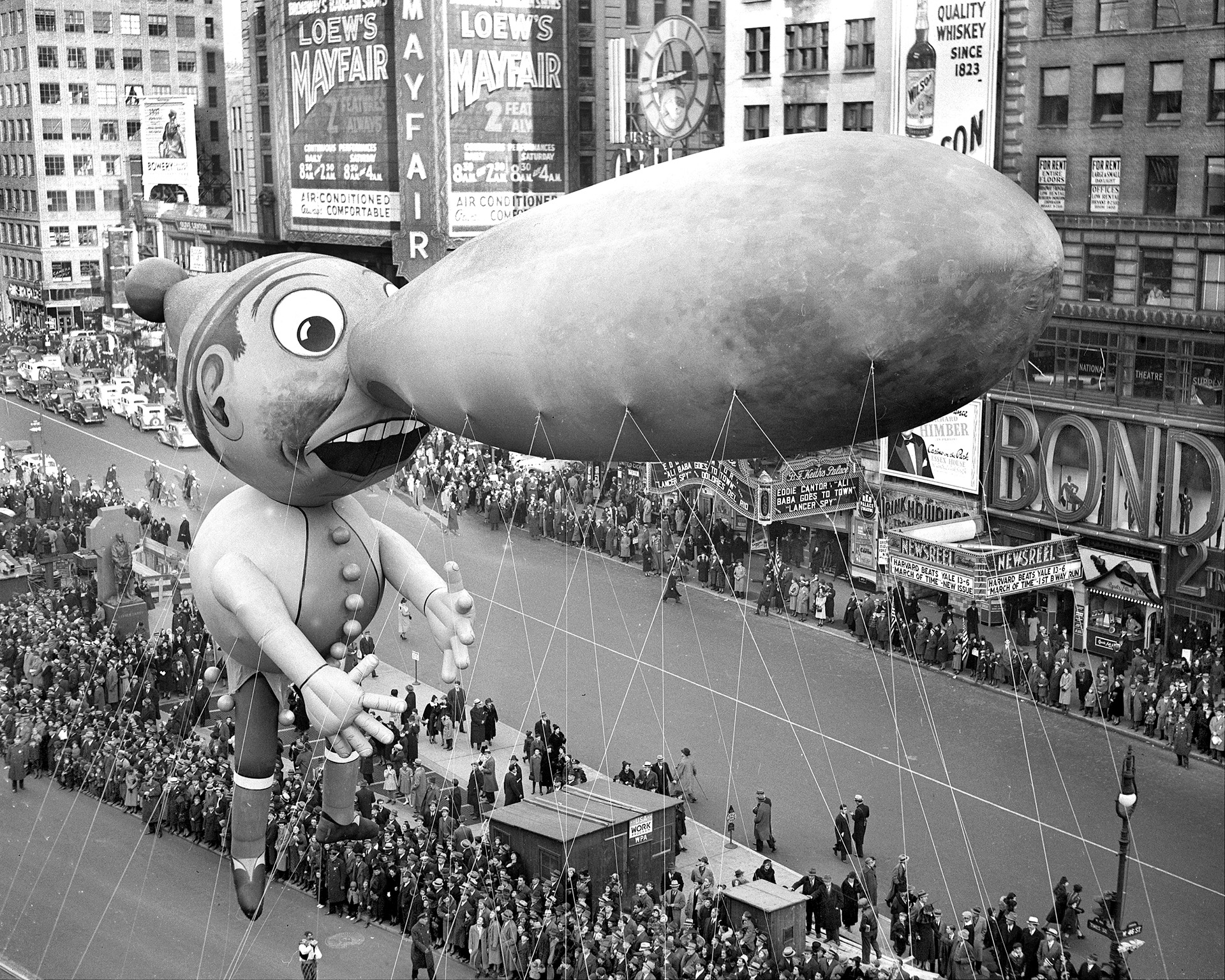 Quirky Vintage Photos of the Macy's Thanksgiving Day ...