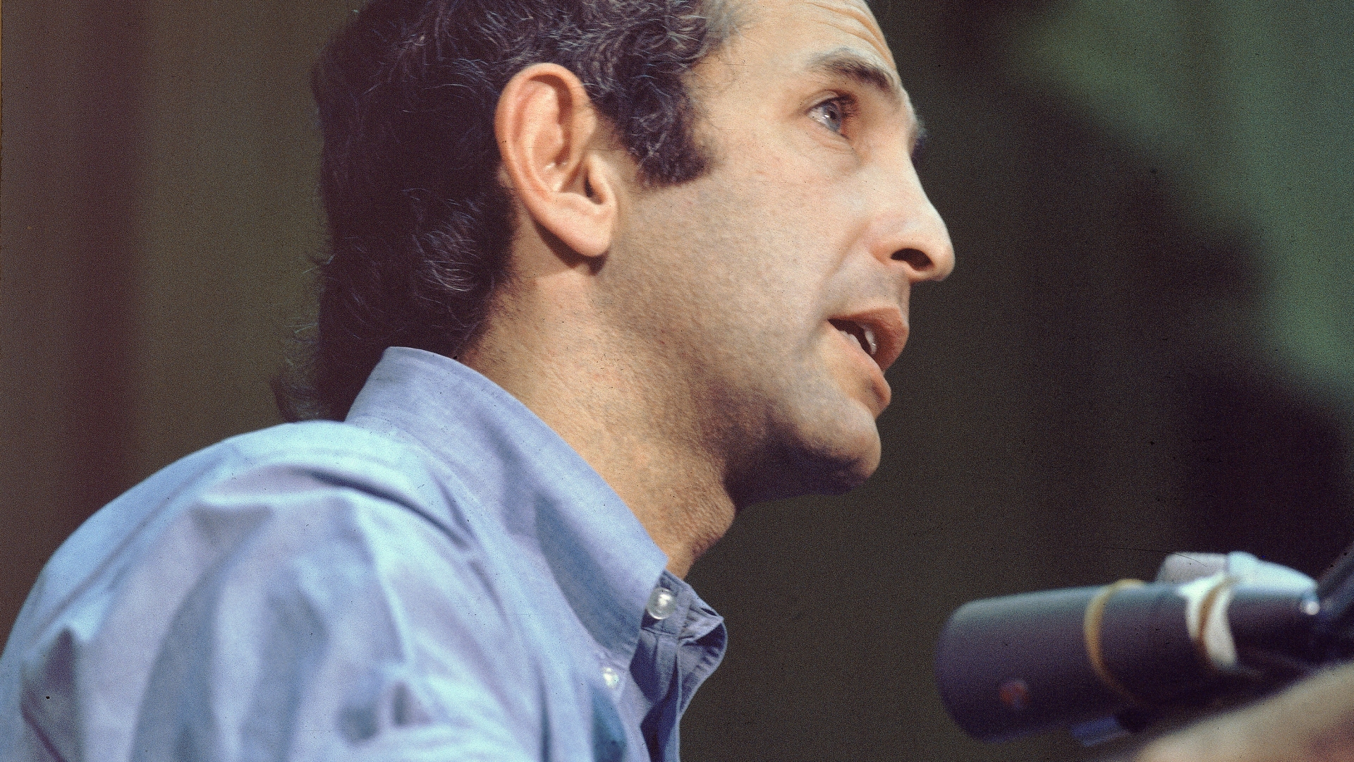 Daniel Ellsberg, publisher of 'The Pentagon Papers,' speaking at a press conference. (Credit: Pictorial Parade/Getty Images)