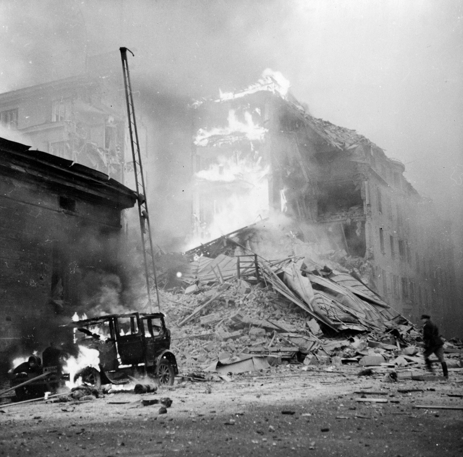 The aftermath of the Soviet bombers attack on the Finnish capital, Helsinki. (Credit: Fox Photos/Getty Images)