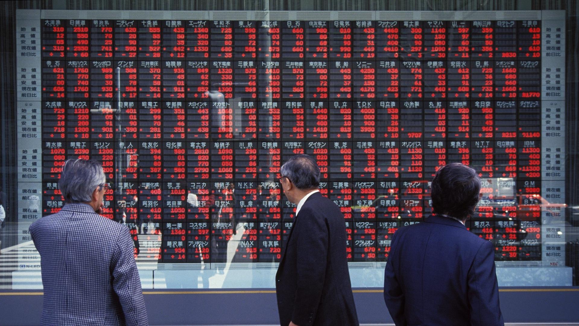 Stock Market Of Tokyo, 1992. (Credit: Kurita KAKU/Gamma-Rapho via Getty Images)