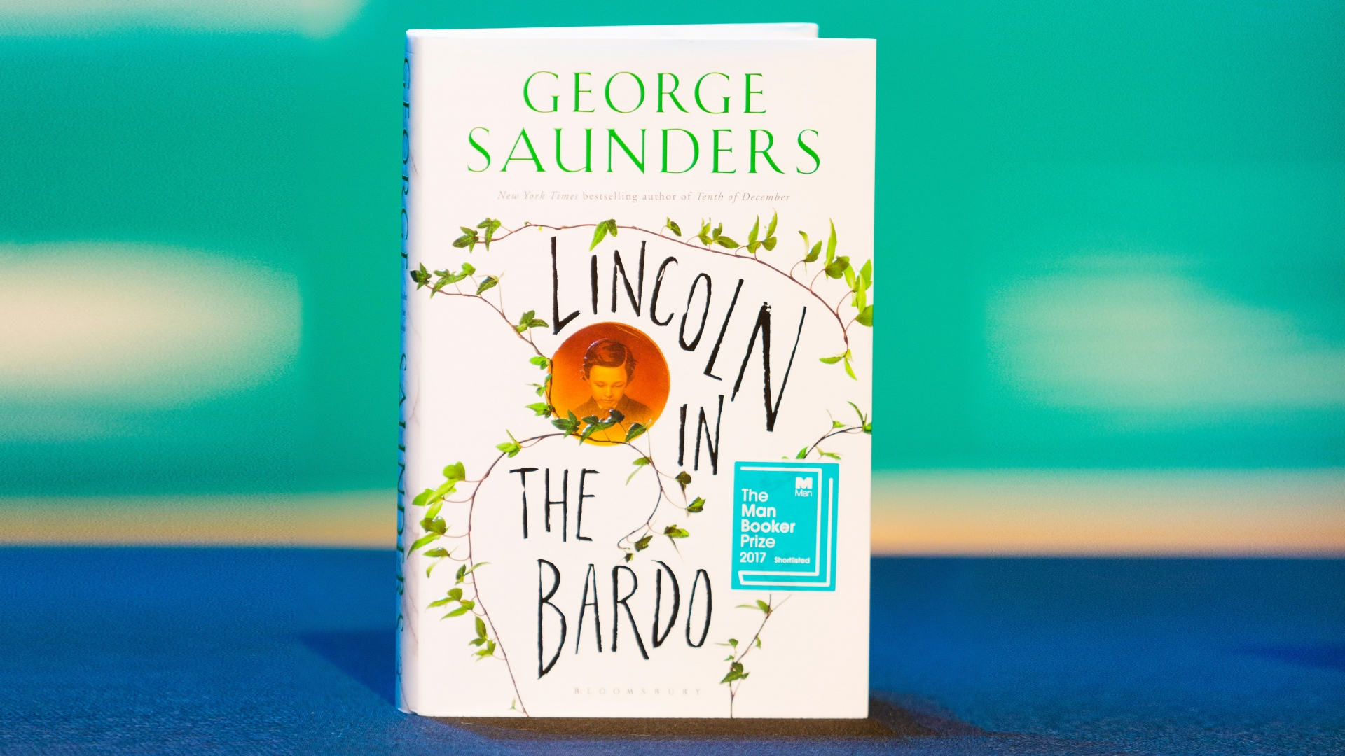 George Saunders' novel Lincoln in the Bardo, shortlisted for the 2017 Man Booker Prize for Fiction. (Credit: Dave Stevenson/Alamy Live News)
