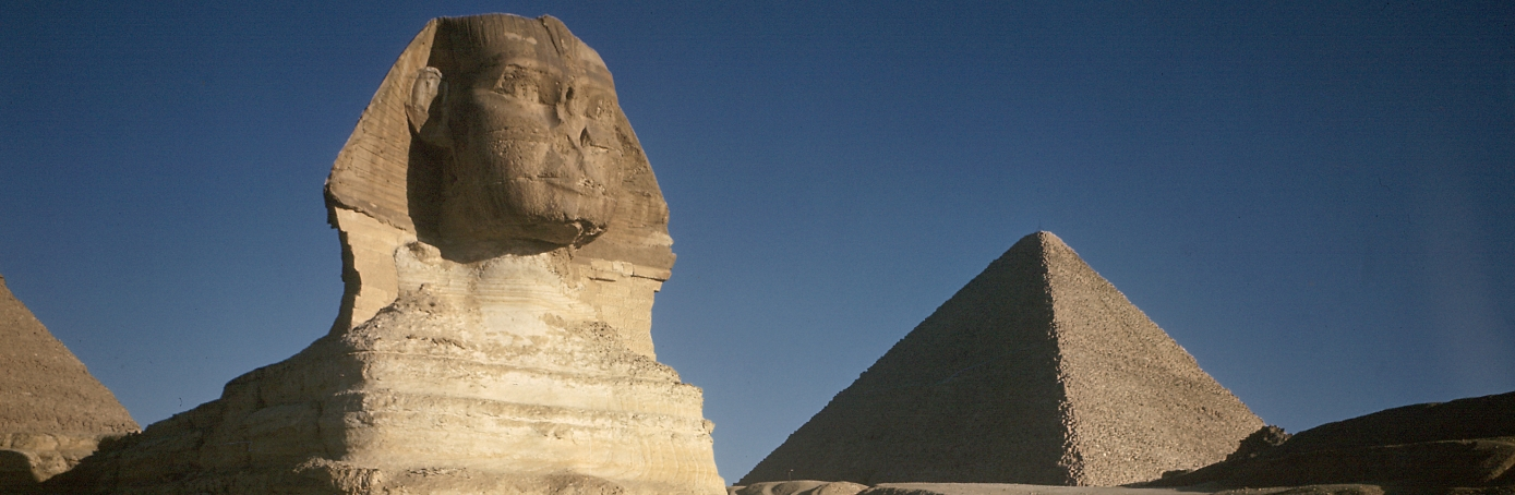 Sphinx with great pyramid in background. (Credit: Eliot Elisofon/The LIFE Picture Collection/Getty Images)