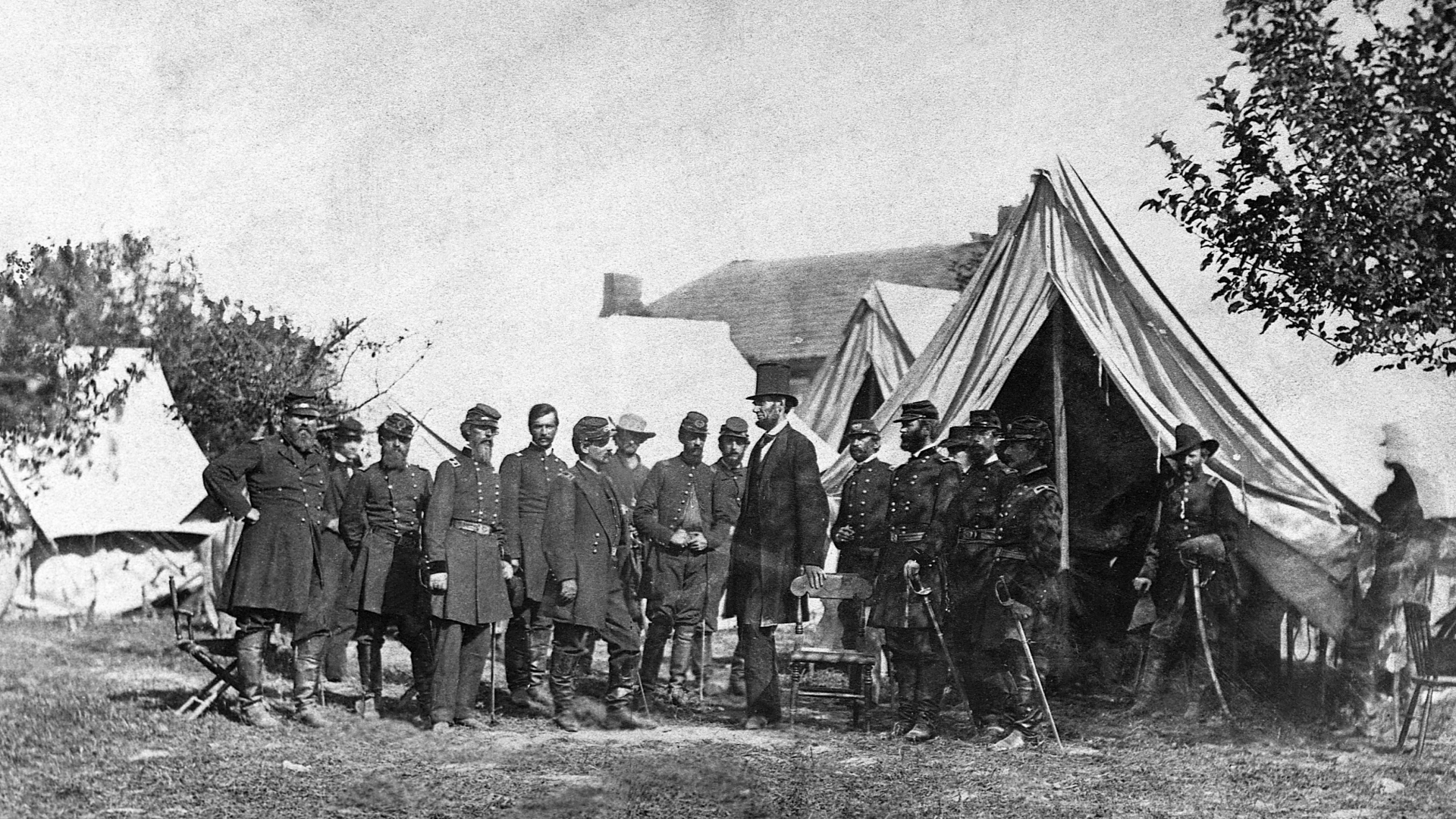 President Lincoln meets with soldiers and military officers of the Union Army on the battlefield of Antietam, Maryland, 1862. (Credit: Corbis/Getty Images)