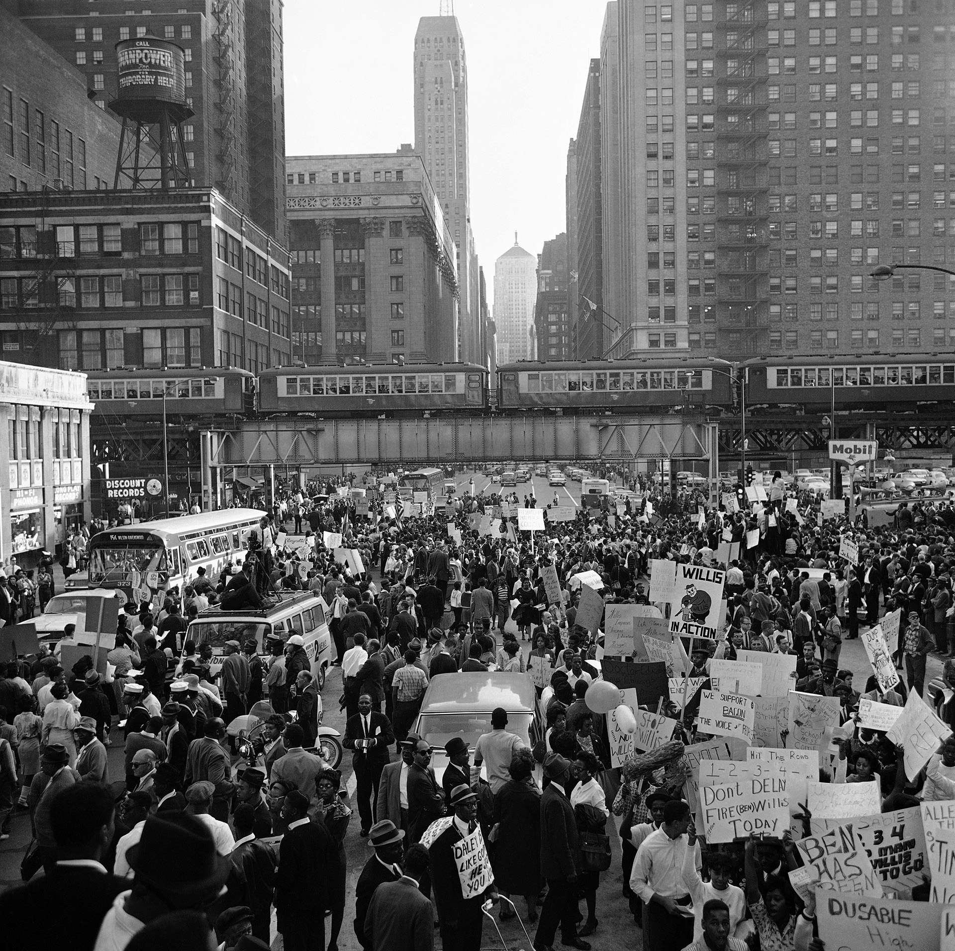 Crowd fills LaSalle Street between City Hall and the building housing Board of Education as thousands of demonstrators marched in Chicago on October 22, 1963. (Credit: Paul Cannon/AP Photo)