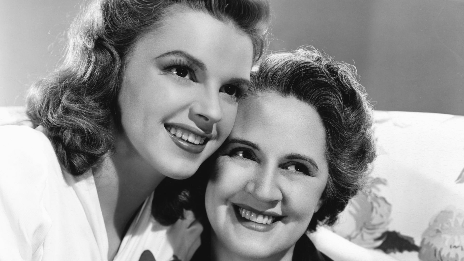 Judy Garland with her mother, Ethel. (Credit: Bettmann Archive/Getty Images)
